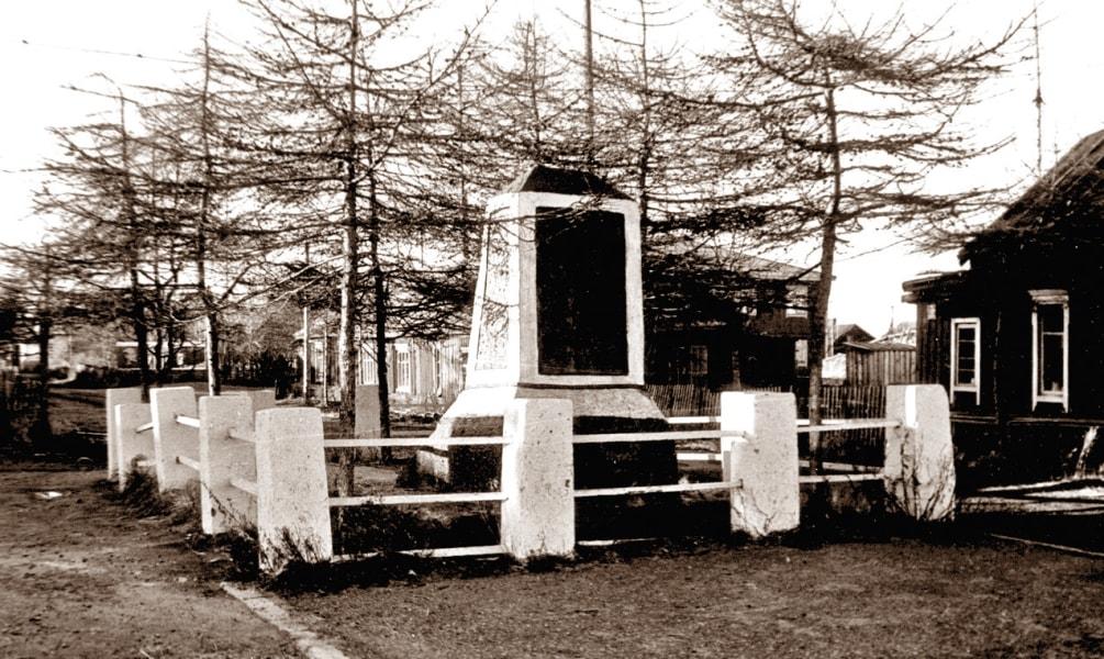 Старый обелиск чекистам погибшим в 1927 году
