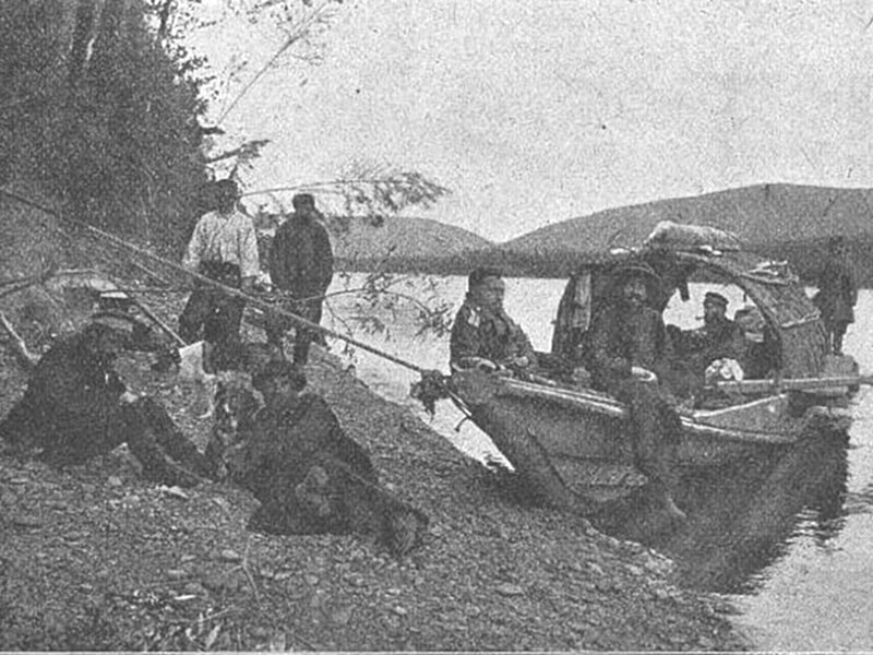 Привал экспедиции на берегу реки Мая 1903 год